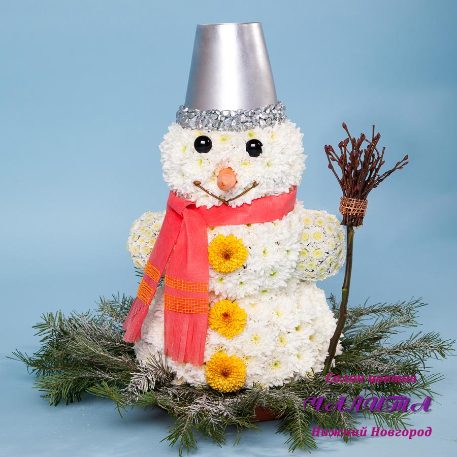 Снеговик из цветов своими